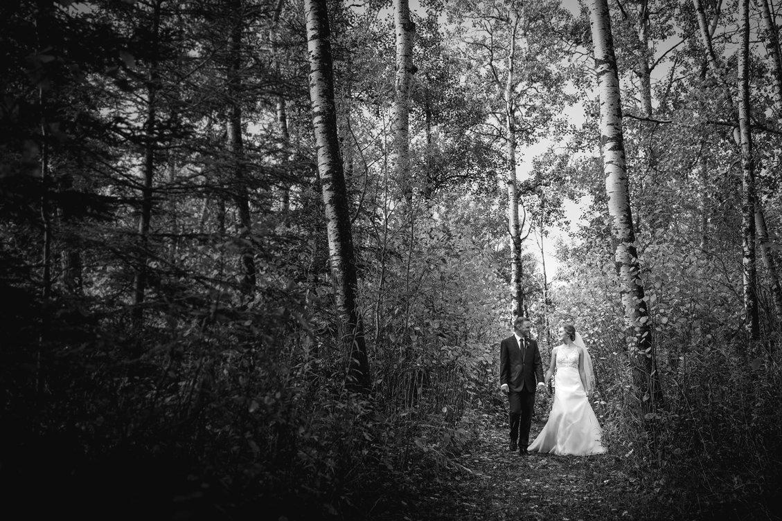 AshleyDaphnePhotography Wedding Photographer Mutart Old Timers Cabin Edmonton Calgary Country Rustic Western_0157.jpg
