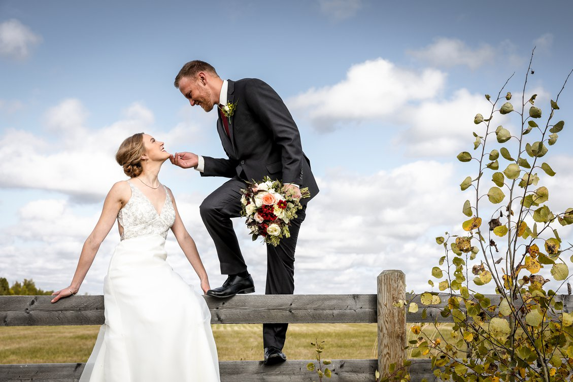 AshleyDaphnePhotography Wedding Photographer Mutart Old Timers Cabin Edmonton Calgary Country Rustic Western_0184.jpg